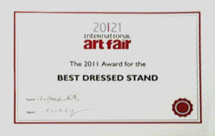 Best Dressed Stand
